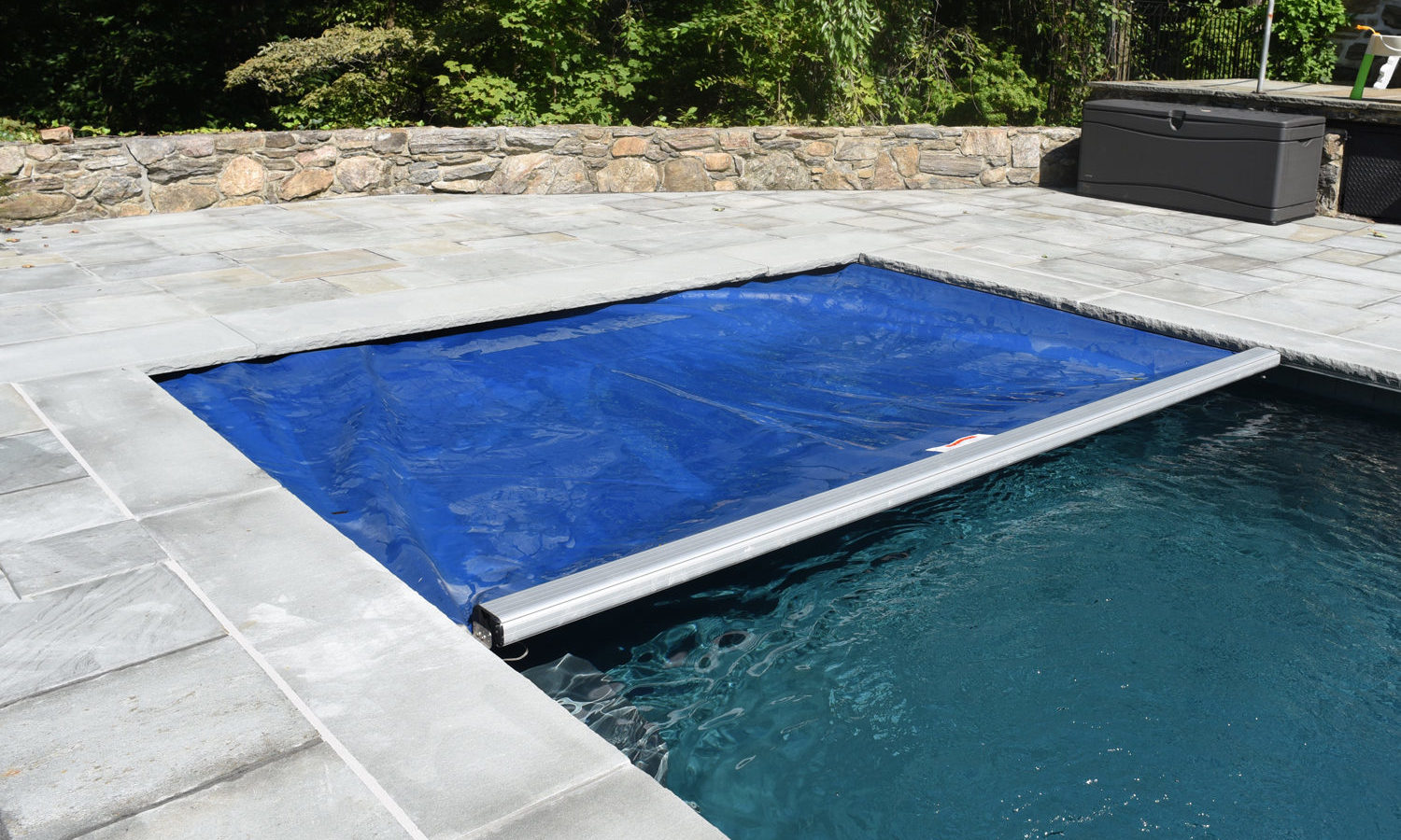 New pool cover for a new pool construction, under guide system